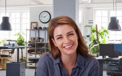 Cómo crear un rincón para videollamadas profesionales en casa